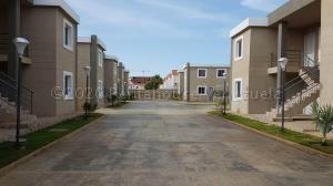 Apartamento En Ventaen Coro, Sector La Floresta, Venezuela, VE RAH: 21-1712