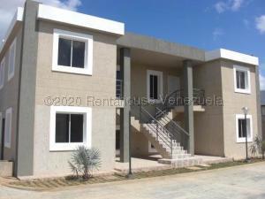 Apartamento En Ventaen Coro, Sector La Floresta, Venezuela, VE RAH: 21-1723