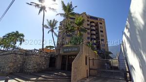 Apartamento En Ventaen Parroquia Caraballeda, Los Corales, Venezuela, VE RAH: 21-14136