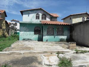 Casa En Ventaen San Joaquin, Los Castores, Venezuela, VE RAH: 21-1784