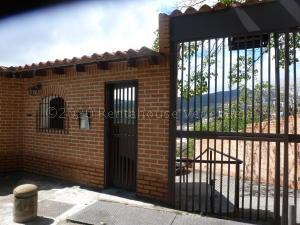 Townhouse En Ventaen Caracas, Lomas De La Trinidad, Venezuela, VE RAH: 21-1783