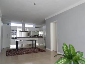 Apartamento En Ventaen Coro, Sector La Floresta, Venezuela, VE RAH: 21-1868