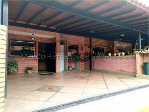 Townhouse En Ventaen Guatire, Villa Del Este, Venezuela, VE RAH: 21-1874