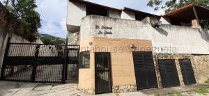Townhouse En Ventaen Municipio Naguanagua, La Entrada, Venezuela, VE RAH: 21-4821