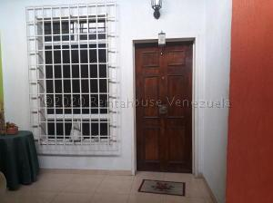 Casa En Ventaen Maracay, La Morita, Venezuela, VE RAH: 21-2220