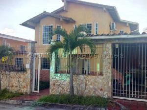 Casa En Ventaen San Antonio De Los Altos, San Juan, Venezuela, VE RAH: 21-2258