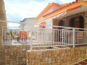 Casa En Ventaen Valencia, Trigal Norte, Venezuela, VE RAH: 21-2140