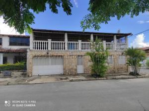Casa En Ventaen San Joaquin, Los Castores, Venezuela, VE RAH: 21-2110