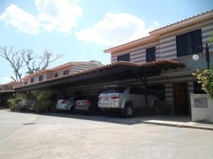 Townhouse En Ventaen Municipio San Diego, Caracaras, Venezuela, VE RAH: 21-2127