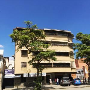 Apartamento En Ventaen Caracas, Los Chaguaramos, Venezuela, VE RAH: 21-570