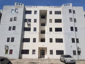Apartamento En Ventaen Municipio Los Guayos, Paraparal, Venezuela, VE RAH: 21-2225
