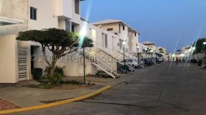 Townhouse En Ventaen Maracaibo, Avenida Goajira, Venezuela, VE RAH: 21-2324
