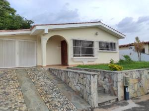 Casa En Ventaen Valencia, Trigal Norte, Venezuela, VE RAH: 21-2483