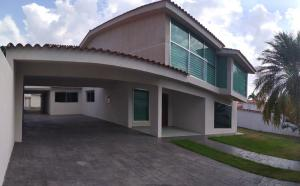 Casa En Ventaen Valencia, Guataparo Country Club, Venezuela, VE RAH: 21-2543