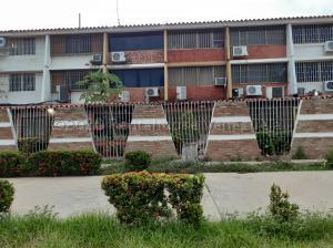 Townhouse En Ventaen Lecheria, Complejo Turistico El Morro, Venezuela, VE RAH: 21-2530
