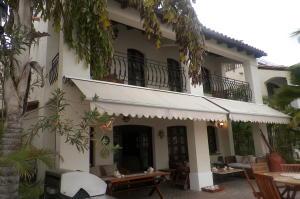 Casa En Ventaen Lecheria, Av Americo Vespucio, Venezuela, VE RAH: 21-2544