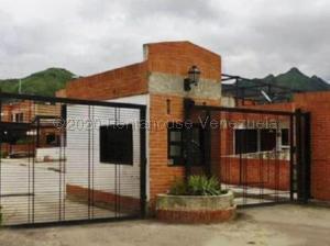 Townhouse En Ventaen Municipio San Diego, La Lopera, Venezuela, VE RAH: 21-2608