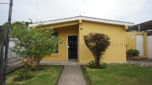 Casa En Ventaen Cabudare, Parroquia José Gregorio, Venezuela, VE RAH: 21-2630