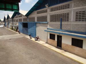 Galpon - Deposito En Ventaen Municipio San Francisco, Zona Industrial, Venezuela, VE RAH: 21-2649