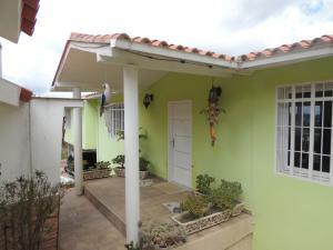 Casa En Ventaen San Antonio De Los Altos, Club De Campo, Venezuela, VE RAH: 21-2742