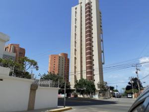 Apartamento En Ventaen Maracaibo, Avenida El Milagro, Venezuela, VE RAH: 21-2835