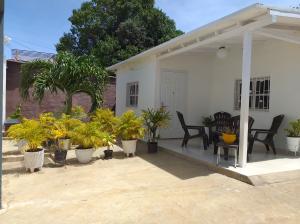 Casa En Ventaen La Vela De Coro, Intercomunal Coro La Vela, Venezuela, VE RAH: 21-2943