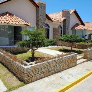 Casa En Ventaen Margarita, Maneiro, Venezuela, VE RAH: 21-2955