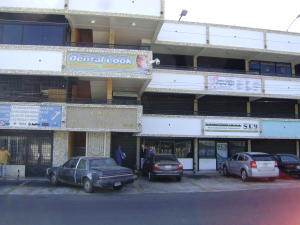 Local Comercial En Alquileren Municipio San Francisco, Zona Industrial, Venezuela, VE RAH: 21-3008