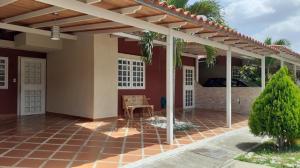 Casa En Ventaen Guatire, Canaima Uno, Venezuela, VE RAH: 21-3068