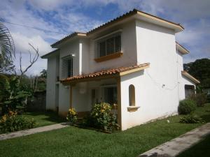 Casa En Ventaen Valencia, Colinas De Guataparo, Venezuela, VE RAH: 21-3121