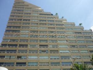 Apartamento En Ventaen Catia La Mar, Playa Grande, Venezuela, VE RAH: 21-3165
