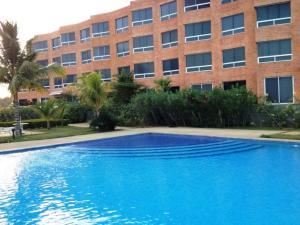Apartamento En Ventaen Higuerote, Carenero, Venezuela, VE RAH: 21-3170