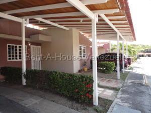 Casa En Ventaen Guatire, Canaima Uno, Venezuela, VE RAH: 21-3244
