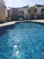 Townhouse En Ventaen Municipio Naguanagua, Los Guayabitos, Venezuela, VE RAH: 21-3444