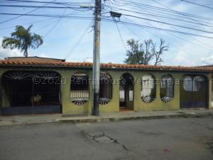 Casa En Ventaen Barquisimeto, Parroquia Santa Rosa, Venezuela, VE RAH: 21-3333