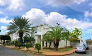 Townhouse En Alquileren Maracaibo, Avenida Universidad, Venezuela, VE RAH: 21-3389