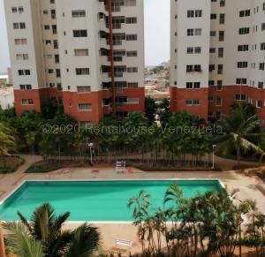 Apartamento En Ventaen Maracaibo, Avenida El Milagro, Venezuela, VE RAH: 21-3395