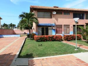 Townhouse En Ventaen Higuerote, Puerto Encantado, Venezuela, VE RAH: 21-3497