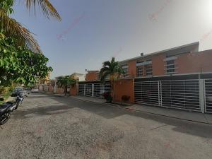 Townhouse En Ventaen Municipio Naguanagua, Ciudad Jardin Manongo, Venezuela, VE RAH: 21-3505