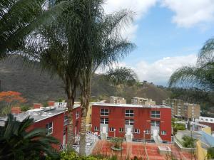 Townhouse En Ventaen Caracas, Los Naranjos Del Cafetal, Venezuela, VE RAH: 21-3537