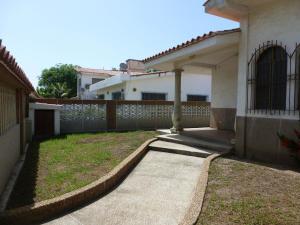 Casa En Ventaen Higuerote, Ciudad Balneario Higuerote, Venezuela, VE RAH: 21-3545