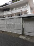 Casa En Ventaen Caracas, Colinas De Los Chaguaramos, Venezuela, VE RAH: 21-3546