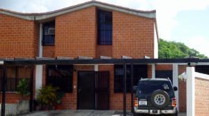 Townhouse En Ventaen Guarenas, Nueva Casarapa, Venezuela, VE RAH: 21-7275