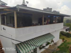 Casa En Ventaen San Antonio De Los Altos, La Morita, Venezuela, VE RAH: 21-7238