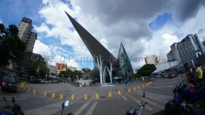 Local Comercial En Ventaen Caracas, Los Dos Caminos, Venezuela, VE RAH: 21-3678