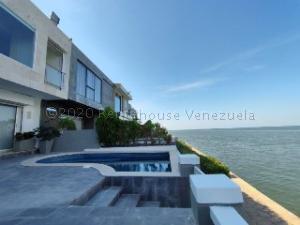 Townhouse En Ventaen Maracaibo, Lago Mar Beach, Venezuela, VE RAH: 21-3693