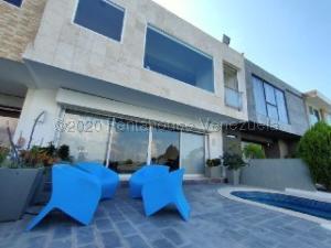 Townhouse En Ventaen Maracaibo, Lago Mar Beach, Venezuela, VE RAH: 21-3688