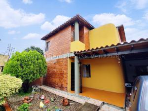 Townhouse En Ventaen Turmero, Marina Caribe, Venezuela, VE RAH: 21-3816