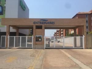 Apartamento En Ventaen Lecheria, Av Diego Bautista Urbaneja, Venezuela, VE RAH: 21-3857