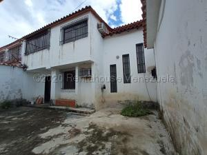 Townhouse En Ventaen Cagua, Ciudad Jardin, Venezuela, VE RAH: 21-3896